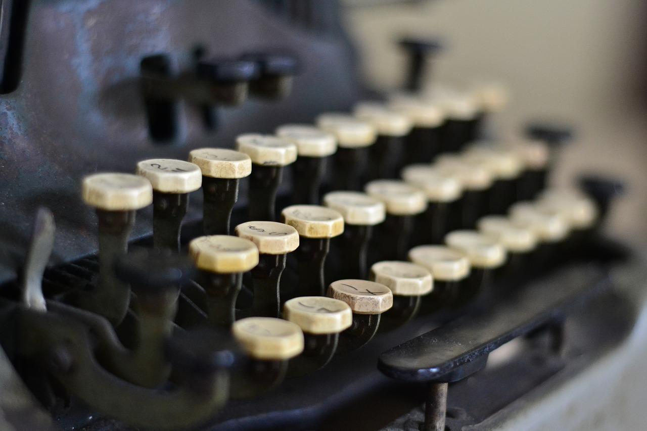 typewriter-863635_1280